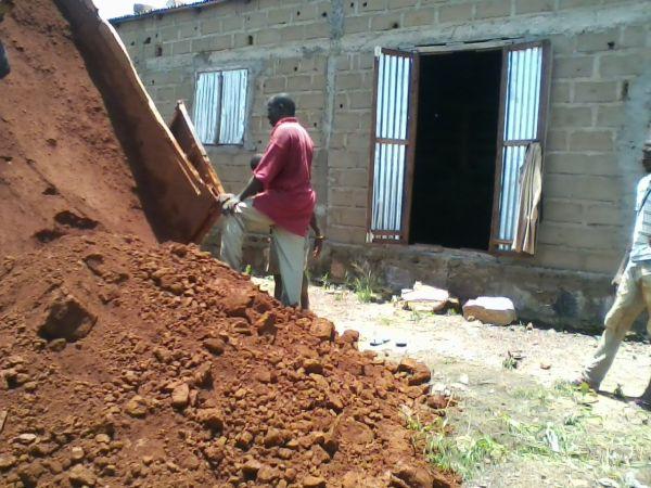 Bild der Bauarbeiten an der Schule vom August 2014