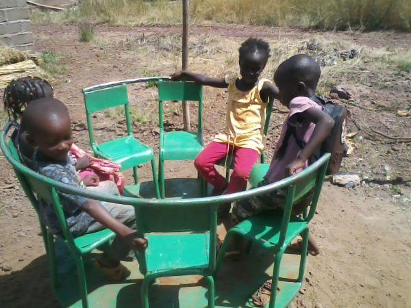 Kleiner Spielplatz für die Kinder während der Pausen - Oktober 2014