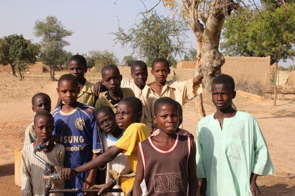 Jugendliche in Dori, Nigeria - Juni 2014