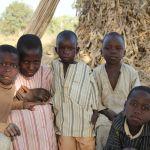 Kinder der Korbflechter aus dem Dorf Dori in Nigeria - Juni 2014